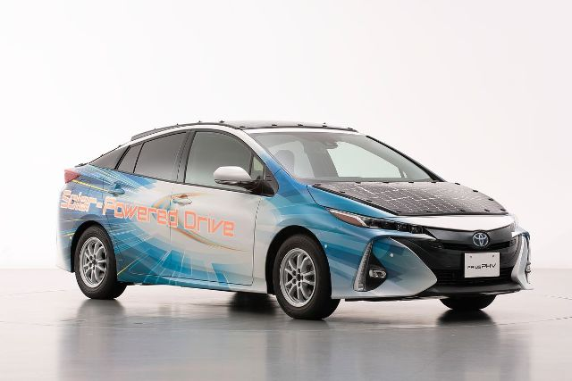 Сонячні панелі на даху Toyota Prius додадуть електрокару 44,5 км до запасу ходу