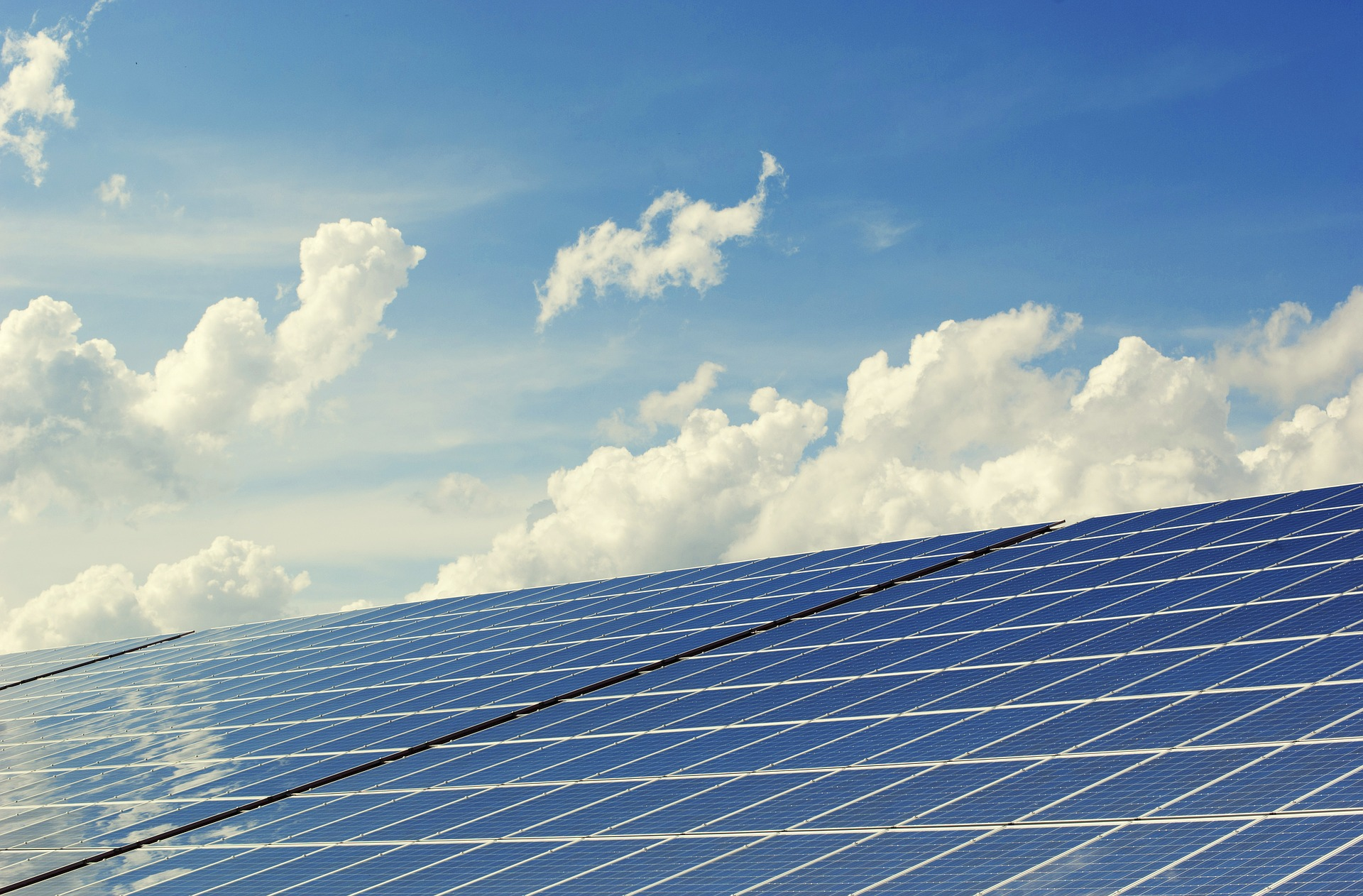 НКРЕКП встановила нові «зелені» тарифи для домашніх сонячних і вітрових станцій